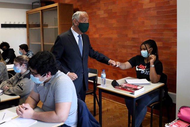 El presidente de Portugal, Marcelo Rebelo de Sousa, durante una visita a un centro educativo de Lisboa.