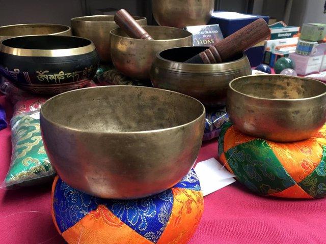 Archivo - Cuencos tibetanos en la Feria Esotérica ed Madrid