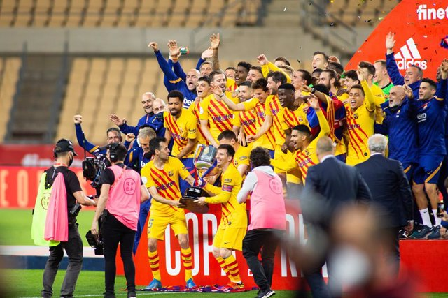 Celebrate victory of FC Barcelona during Copa Del Rey Final match between Athletic Club and Futbol Club Barcelona at Estadio de La Cartuja on April 17, 2021 in Seville, Spain.