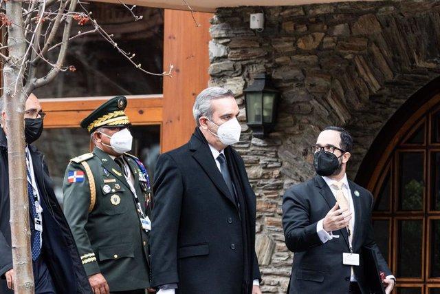 El presidente de la República Dominicana, Luis Abinader a su llegada a la XXVII Cumbre Iberoamericana de Jefes de Estado y de Gobierno, en el chalé turístico de Borda del Pi, a 21 de abril de 2021, en Canillo, Andorra. La Cumbre Iberoamericana ha sido con