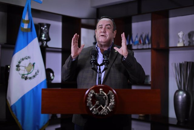 Archivo - HANDOUT - 04 October 2020, Guatemala, ---: Alejandro Giammattei, President of Guatemala, delivers a video address. Giammattei announced that he has recovered from Covid-19, after experiencing mild symptoms for more than two weeks. Photo: ---/Gua