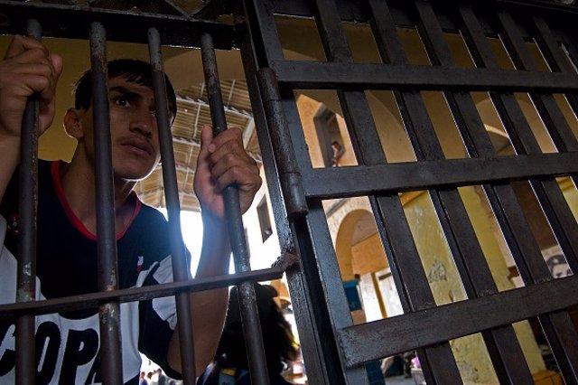 Archivo - Un preso en una cárcel de Ecuador.