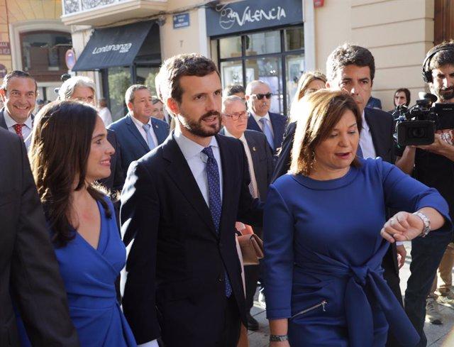 Archivo - Arxiu - La diputada Belén Hoyo, el president del PP, Pablo Casado, i la presidenta del PPCV, Isabel Bonig, en l'acte d'Entrega d'Altes Distincions de la Generalitat Valenciana, amb motiu del Dia de la Comunitat Valenciana.