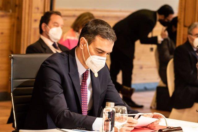 El presidente del Gobierno, Pedro Sánchez durante la reunión plenaria de la XXVII Cumbre Iberoamericana de Jefes de Estado y de Gobierno en el Hotel Sport Village  a 21 de abril de 2021, en Andorra la Vella (Andorra). La Cumbre Iberoamericana ha sido conv