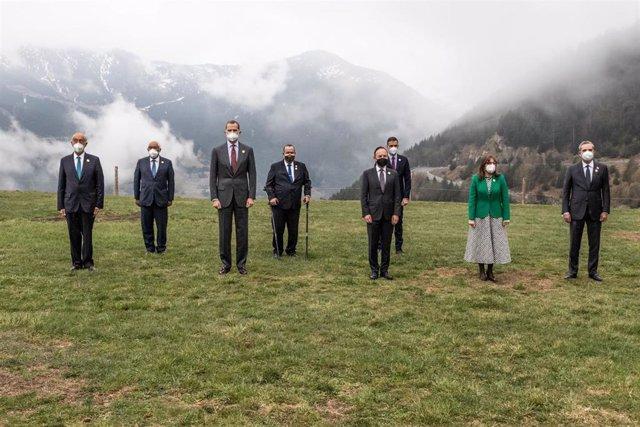 Foto de familia de los líderes asistentes a la Cumbre Iberoamericana, entre ellos el presidente del Gobierno, Pedro Sánchez, y el Rey Felipe VI