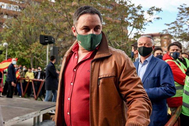 El presidente de Vox, Santiago Abascal a su llegada a un mitin en el distrito de Hortaleza, a 20 de abril de 2021, en Madrid (España). Este es uno de los actos de la campaña electoral que está llevando a cabo Vox para los comicios del 4 de mayo.