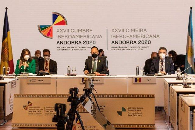(I-D) La secretaria general Iberoamericana, Rebeca Grynspan; el jefe del Gobierno de Andorra, Xavier Espot y el embajador del Andorra en España, Vicenç Mateu durante la reunión plenaria de la XXVII Cumbre Iberoamericana de Jefes de Estado y de Gobierno, e