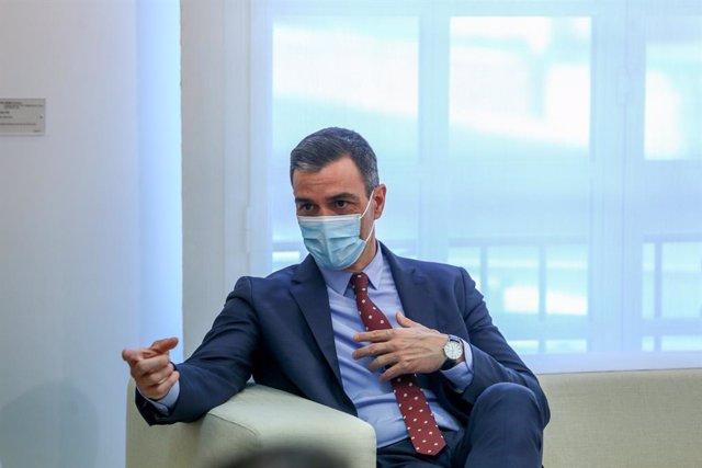 El presidente del Gobierno, Pedro Sánchez durante su reunión con el presidente de la República de Guatemala, en el Complejo de la Moncloa, a 19 de abril de 2021 en Madrid (España). Durante la visita se procederá a la firma de un memorándum de entendimient