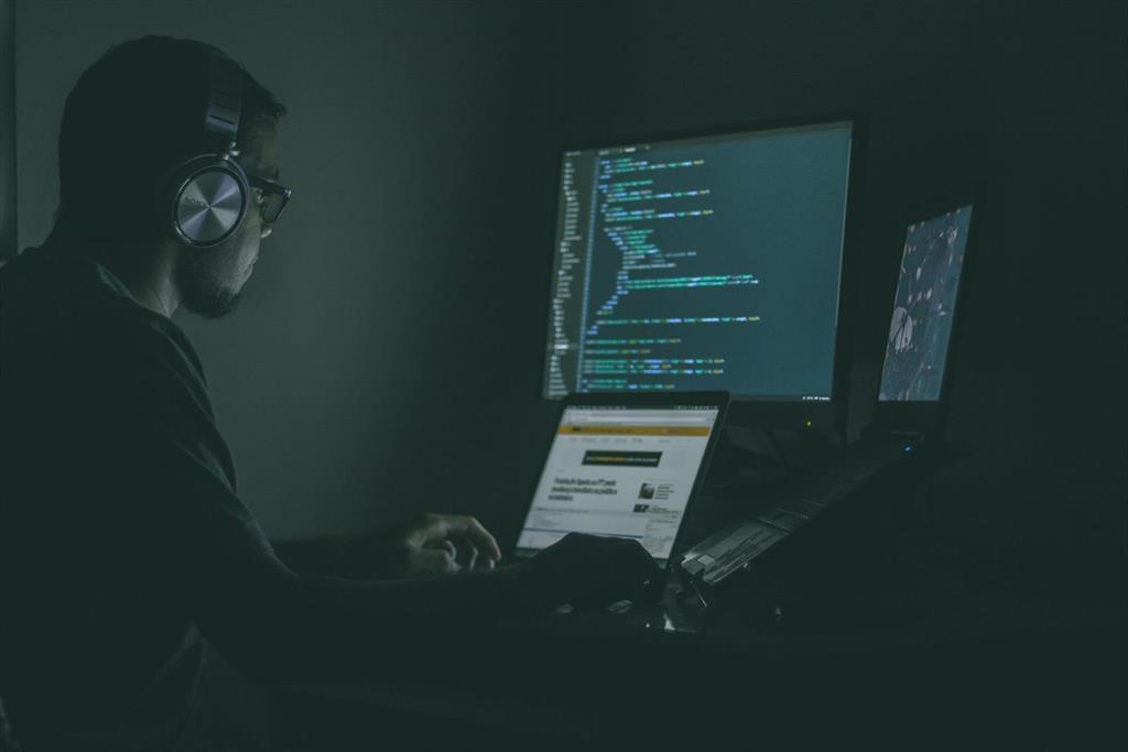 El uso de apps de ciberacoso y espionaje aumenta un 145% desde que comenzó el confinamiento en España, según Avast
