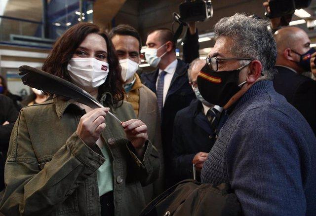 La presidenta de la Comunidad de Madrid y candidata del PP a la reelección, Isabel Díaz Ayuso, presenta su programa de Transportes en la estación de Metro de Villaverde alto.