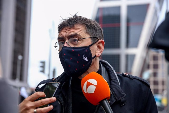 El cofundador de Podemos, Juan Carlos Monedero, ofrece declaraciones a los medios a su llegada a los Juzgados de Plaza de Castilla