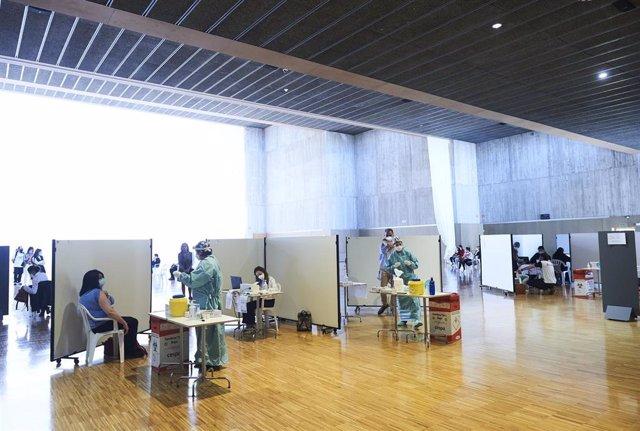 ispositivo de vacunación masiva frente al Covid-19, en el Palacio de Exposiciones y Congresos de Santander.