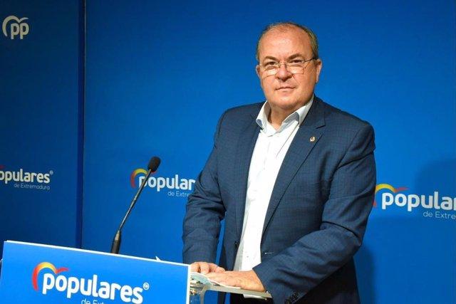 El presidente del PP extremeño, José Antonio Monago, en rueda de prensa