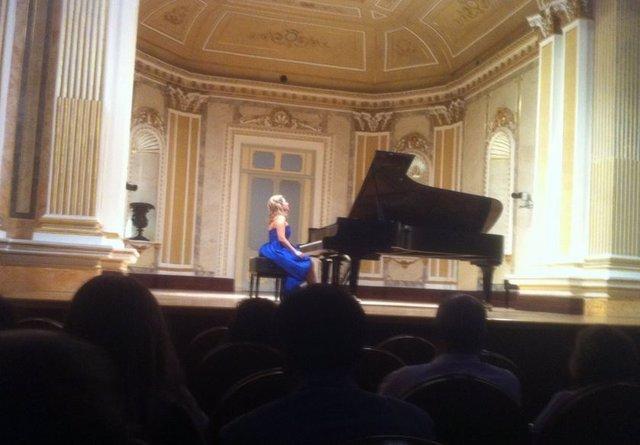 La pianista malagueña Paula Coronas en uno de sus conciertos