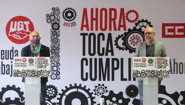 El secretario general de UGT, Pepe Álvarez (i) y el secretario general de CCOO, Unai Sordo (d) intervienen durante la presentación de los actos de conmemoración del Primero de Mayo, a 22 de abril de 2021, en Madrid (España). La celebración del Primero de