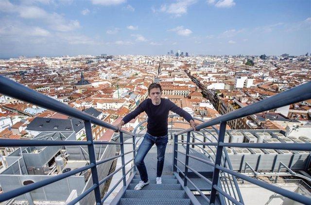 El líder de Más País, Íñigo Errejón posa después de una entrevista para Europa Press, a 16 de abril de 2021, en Madrid (España).