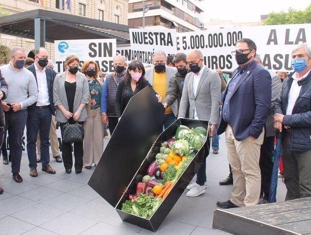 Concentración de agricultores y regantes en Alicante