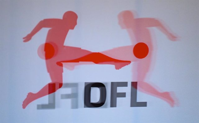Archivo - FILED - 07 December 2020, Hessen, Frankfurt_Main: The logo of the German Football League (DFL) is seen reflected on a plexiglass panel before a press conference following the DFL general meeting. The German Football League (DFL) has announced ma