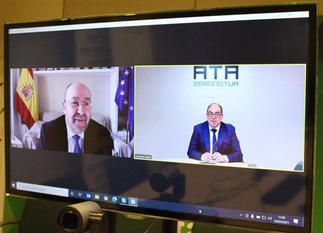 De izquierda a derecha: el presidente del CGCOO, Juan Carlos Martínez Moral, y el presidente de ATA, Lorenzo Amor