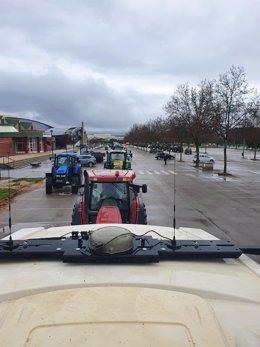 Unos 400 vehículos recorren la ciudad de Teruel para pedir una PAC justa.