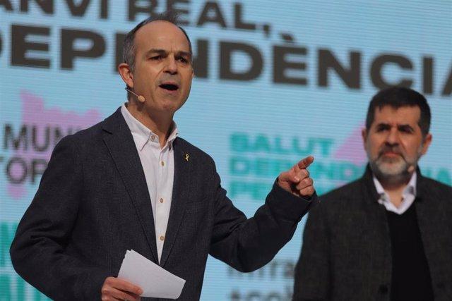 Archivo - (I-D) El exconseller catalán Jordi Turull y el secretario general de JxCat, Jordi Sánchez, durante un acto electoral de Junts per Cat (JxCat) en Barcelona, Catalunya (España), a 30 de enero de 2021.