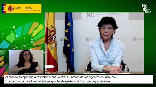 La ministra de Educación y FP, Isabel Celaá, en la inauguración del seminario web 'Estrategias educativas hacia la sostenibilidad', que se ha celebrado este jueves con motivo del Día Internacional de la Tierra