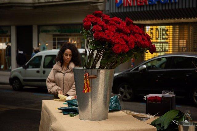 Archivo - Arxiu - Roses en la diada de Sant Jordi a Barcelona.