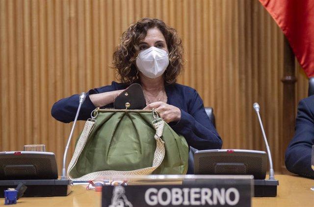 La ministra de Hacienda, María Jesús Montero comparece en la Comisión de Hacienda en el Congreso de los Diputados, a 22 de abril de 2021, en Madrid (España).