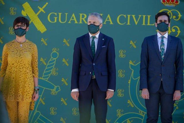 Archivo - El ministro del Interior, Fernando Grande-Marlaska, y la directora de la Guardia Civil, María Gámez, a su derecha, en un acto del Instituto Armado