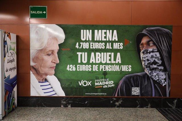 Cartel electoral de Vox en la estación de cercanías de Sol, a 21 de abril de 2021, en Madrid (España). La Fiscalía de Madrid ha abierto diligencias ha abierto diligencias de oficio para investigar la presunta comisión de un delito de odio por parte de Vox