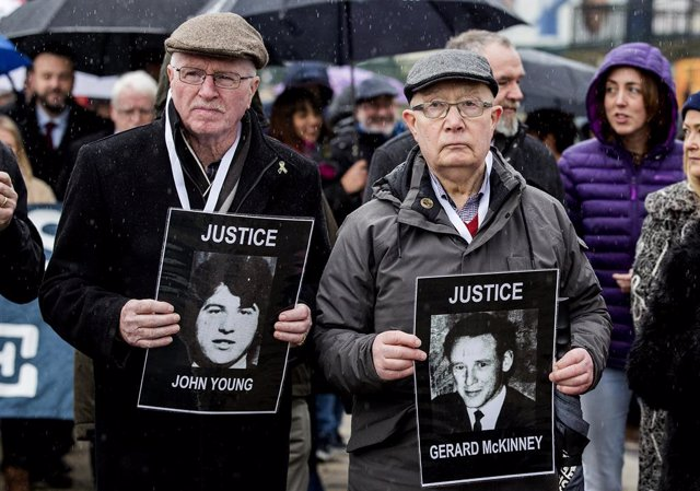 Archivo - 14 March 2019, Northern Ireland, Londonderry: Families of those who died during the 1972 Bloody Sunday incident, sometimes called the Bogside Massacre, march towards the Guildhall building ahead of the announcement as to whether 17 former Britis