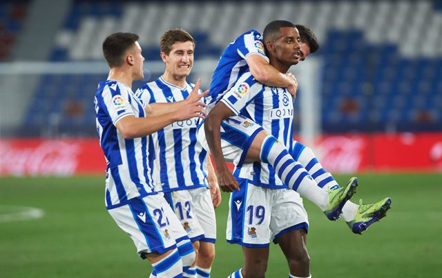 Archivo - Real Sociedad players celebrates the goal of Aleksander Isak during the La Liga Santander mach between Levante UD and Real Sociedad at Estadio Ciutat de Valencia on 19 December, 2020 in Valencia, Spain
