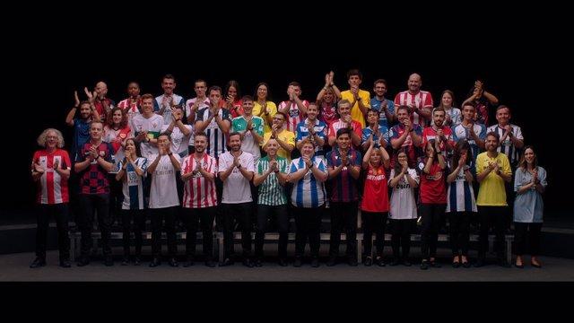 Archivo - LaLiga crea un coro con 42 aficionados de los clubes de fútbol