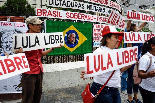 Archivo - Manifestación en apoyo del expresidente de Brasil Inácio Lula da Silva