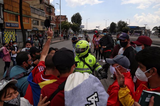 16 April 2021, Colombia, Bogota: A group of protesters scuffle with a motorcyclist during a demonstration against the current locdown, imposed to curb the spread of Coronavirus pandemic. Photo: Camila Díaz/colprensa/dpa