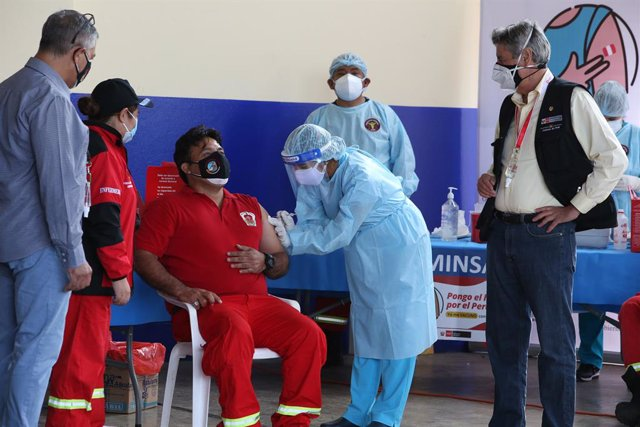 03 April 2021, Peru, Lima: Peruvian President Francisco Sagasti (R) is seen during the first day of vaccination against coronavirus for firefighters. Photo: Cesar Lanfranco/dpa