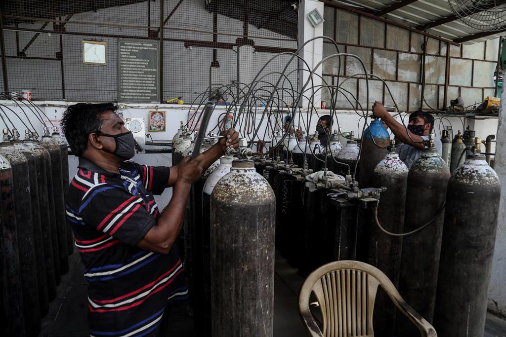 India marca un nuevo récord de casos de coronavirus con más de 332.000 en el último día