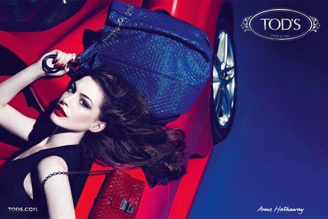 Archivo - Anuncio Tod's Con Anne Hathaway