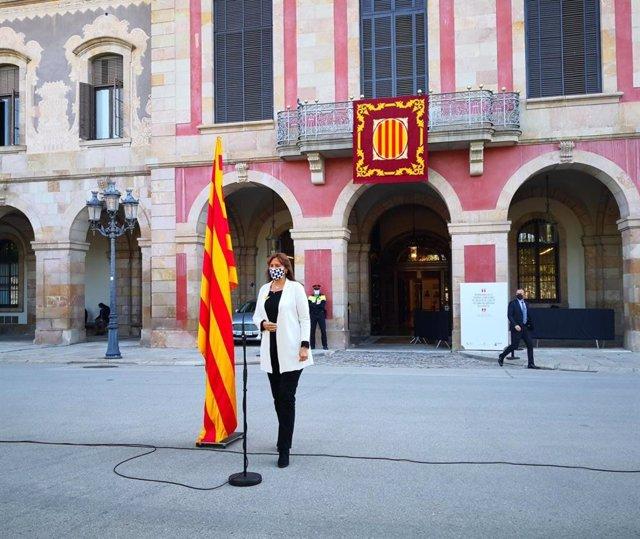 La presidenta del Parlament, Laura Borràs, en declaracions amb motiu de Sant Jordi davant el Parlament.