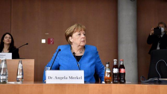 Angela Merkel comparece ante el Parlamento alemán.