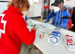 Endesa, junto con Cruz Roja, ha ayudado a 51 familias en formación sobre energía y ahorro en su factura de luz.
