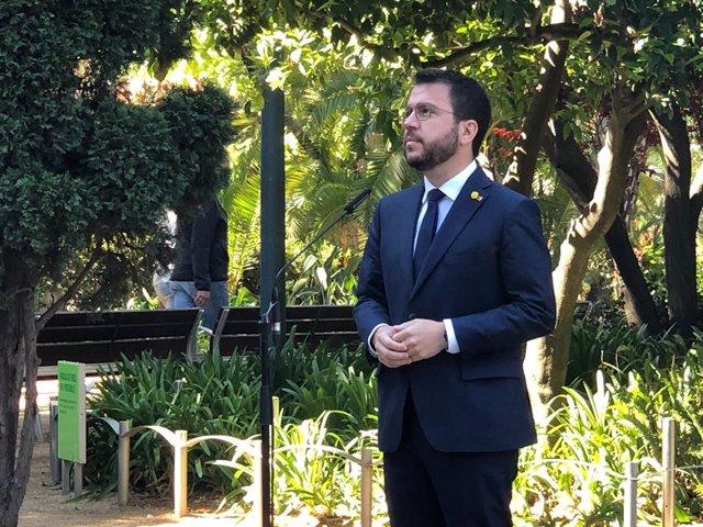 El vicepresident del Govern en funcions, Pere Aragonès, en declaracions als periodistes al Palau Robert de Barcelona el 23 d'abril del 2021.