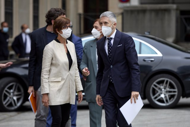 La directora de la Guardia Civil, María Gámez y el ministro del Interior, Fernando Grande-Marlaska a su llegada al acto de entrega de la 13ª Edición de los Premios 'Ponle Freno' en el Senado.