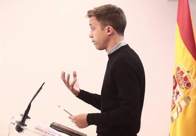 El líder de Más País, Íñigo Errejón, interviene en una rueda de prensa anterior a una Junta de Portavoces, a 20 de abril de 2021, en el Congreso de los Diputados, Madrid, (España).