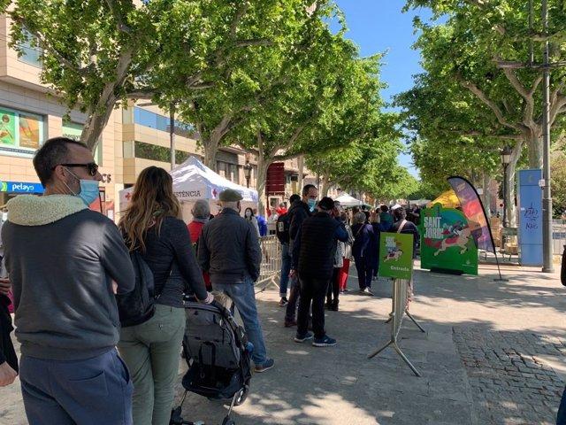 Entrada a l'espai reservat per a llibreries, editorials i floristeries a Lleida per Sant Jordi.