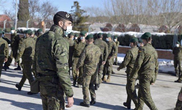 Archivo - Varios militares del Ejército de Tierra