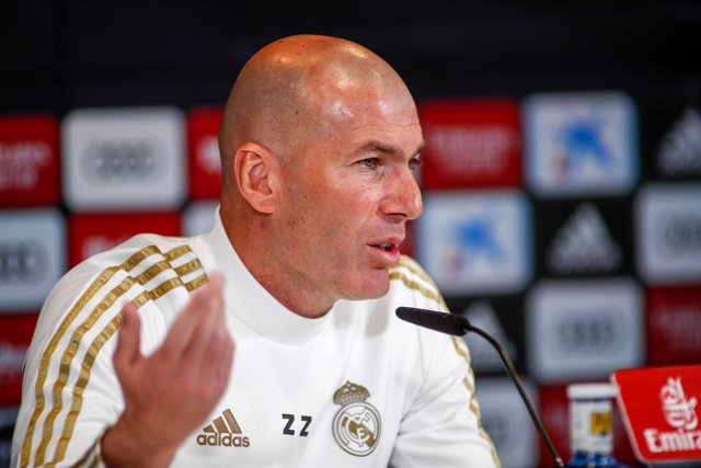 """Archivo - Zinedine Zidane, head coach of Real Madrid, attends to the Media during the press conference of Real Madrid at Ciudad Deportiva Real Madrid before """"the classic"""" football match of spanish league, La Liga, on February 29, 2020 in Madrid, Spain."""