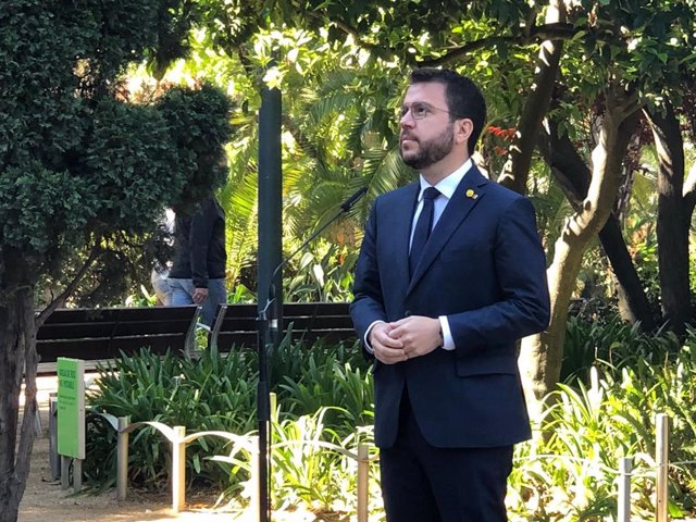 El vicepresidente del Govern en funciones, Pere Aragonès, en declaraciones a los periodistas en el Palau Robert de Barcelona el 23 de abril de 2021