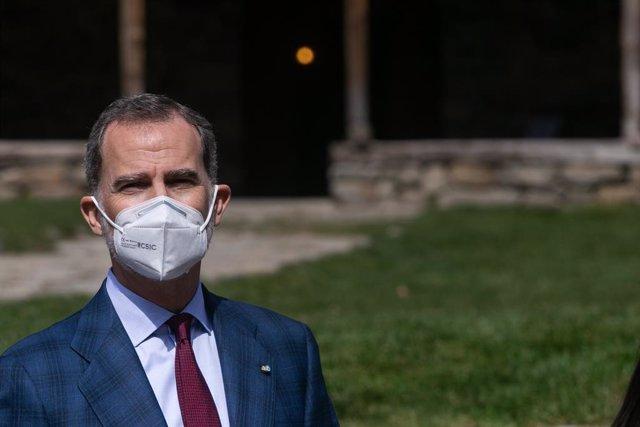 El Rey Felipe VI durante su visita a la iglesia románica de Santa Coloma, en Andorra la Vella (Andorra), a 26 de marzo de 2021. Los Reyes retomaron ayer su agenda internacional tras más de un año sin viajar al extranjero por la pandemia con una visita de
