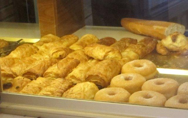 Archivo - Escaparate de una panadería